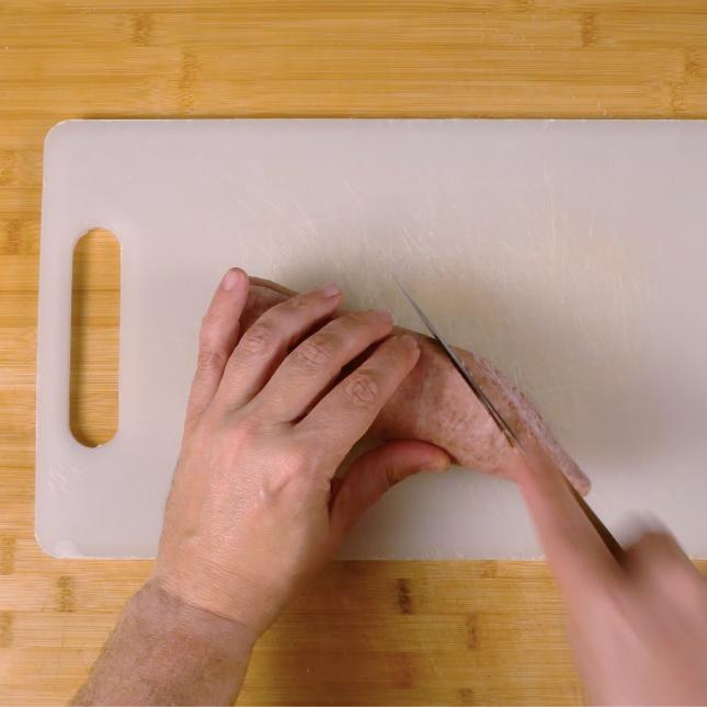 1. Tagliare il salame a fette da 1 cm