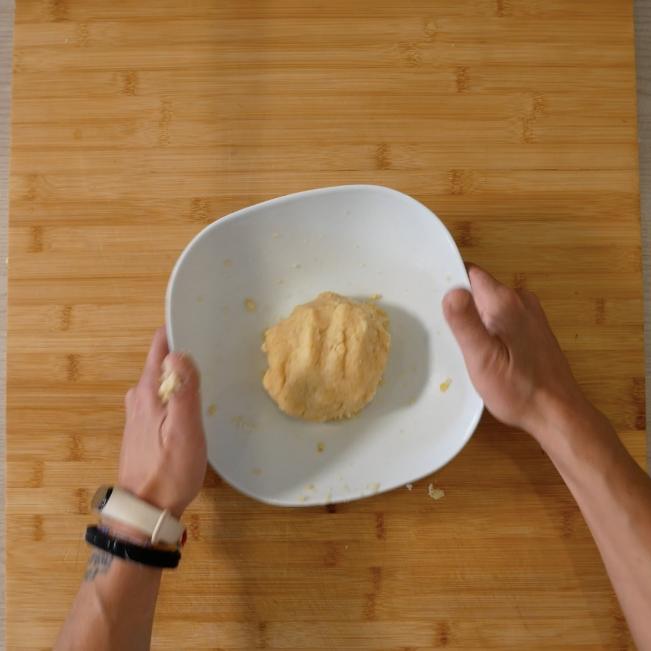 3. Impastare tutti gli ingredienti con cura